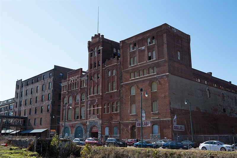 <p><strong>Crews could begin transforming the long-vacant Tennessee Brewery property Downtown later this year and the first residents could move in during the fall of 2016.</strong></p> <p>(Daily News File/Andrew J. Breig)</p>