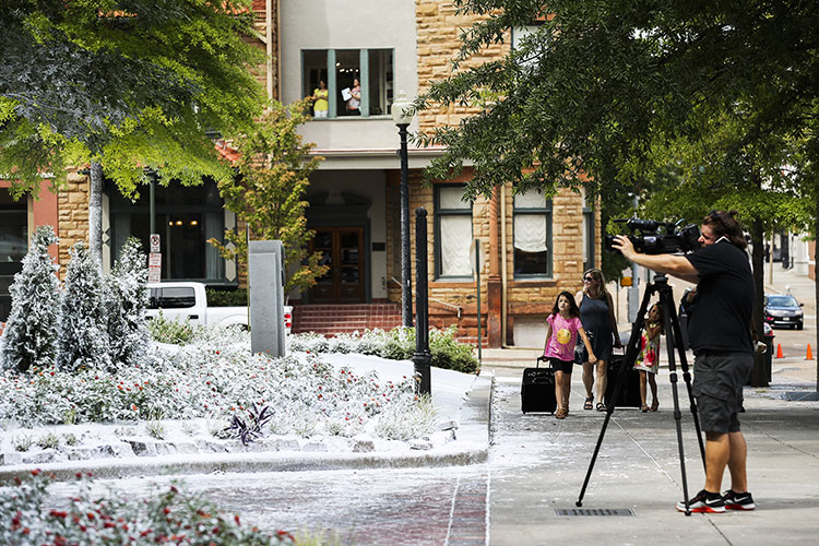 Christmas In Graceland Movie.Snapshots Christmas In July Memphis Daily News